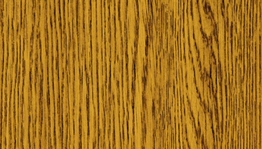 Oak has a strong grain with irregular vertical lines, half arches and stipples.