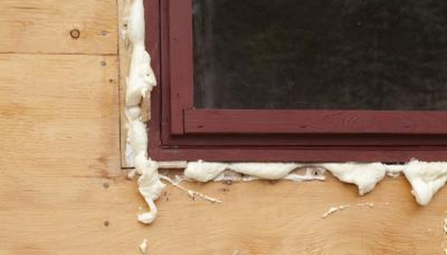 Spray Foam Insulation Vs  Fiberglass Insulation