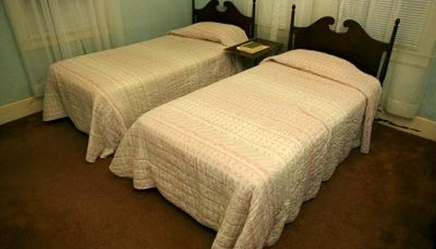 what to put in the middle of two twin beds to make a king size homesteady. Black Bedroom Furniture Sets. Home Design Ideas