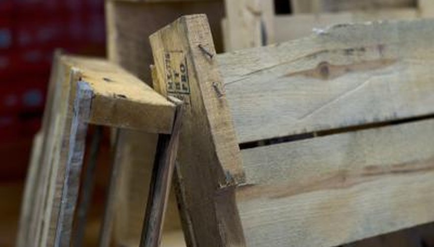 Make a stylish chair out of reclaimed pallets as a weekend DIY project.