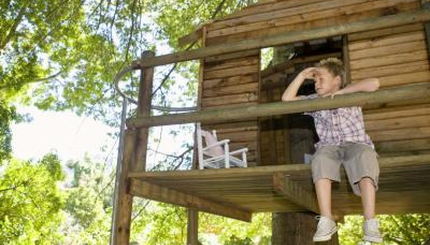 A dumbwaiter helps you take supplies up into a treehouse.
