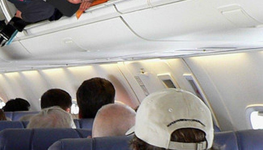 El viaje en clase turista es la opción más popular en una economía debilitada.