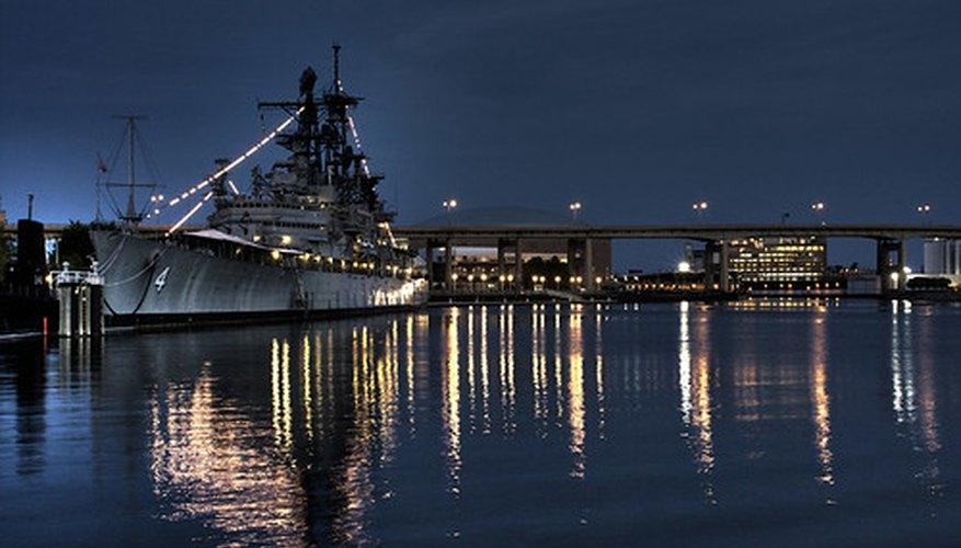 En la Marina, las mujeres están sujetas a los mismos estándares de calidad que sus homólogos masculinos.