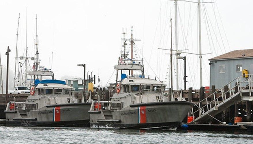 La Guardia Costera de EE.UU. en el muelle.