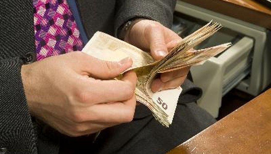 Las notas de débito, también conocidas como notas de cargo, son documentos que indican que una transacción de negocios ocurrirá u ocurrió.