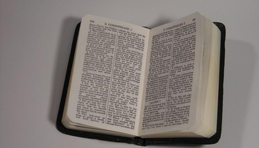 La Biblia es citada por libro, capítulo, versículo y versión.