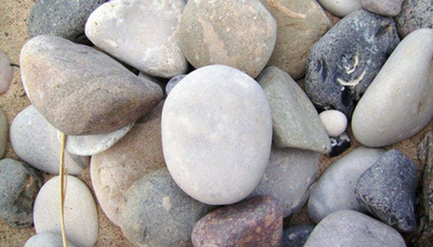 Todas las piedras son porosas y permiten que el agua penetre a menos que se sellen para que sean resistentes al agua.