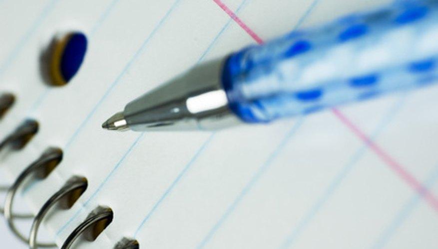 Organiza tus apuntes antes de comenzar a escribir tu ensayo crítico.