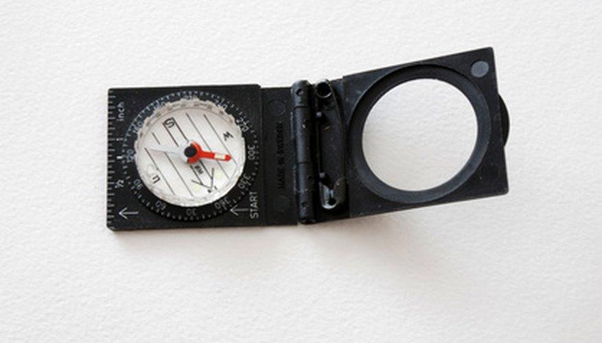 Usa una brújula para calcular la distancia entre dos puntos.