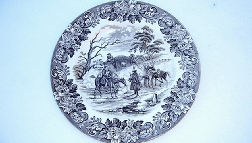 Online collector plate appraisals compare damage to the plate as well as creation date.