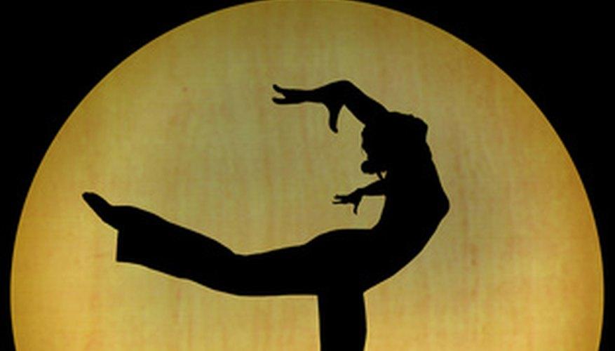 Hacer un currículo de bailarín profesional puede ayudarte a conseguir un trabajo en el mundo de la danza.