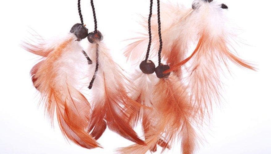 Personaliza el traje de indio nativo americano con plumas.