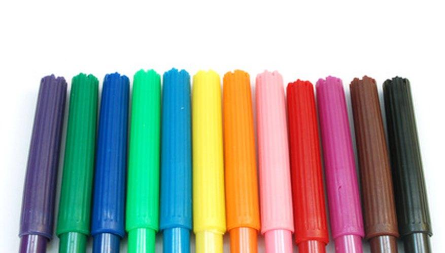 Un círculo cromático básico muestra los colores primarios y los secundarios.