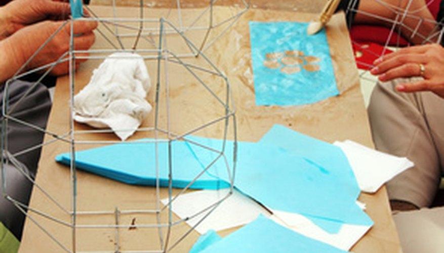 Hay muchos proyectos que los niños pueden hacer ya que casi cualquier cosa puede convertirse en arte.