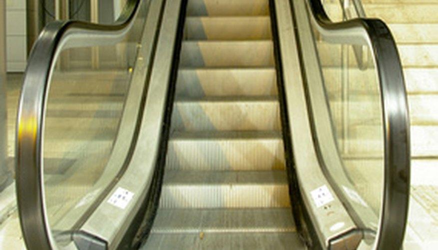 Una escalera es un tipo de cinta transportadora.