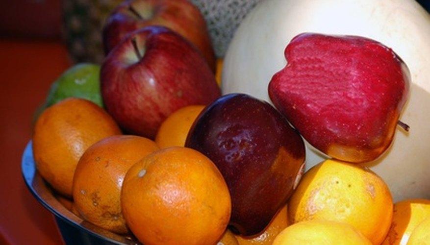 Se pueden usar manzanas, naranjas y limones para hacer una batería.