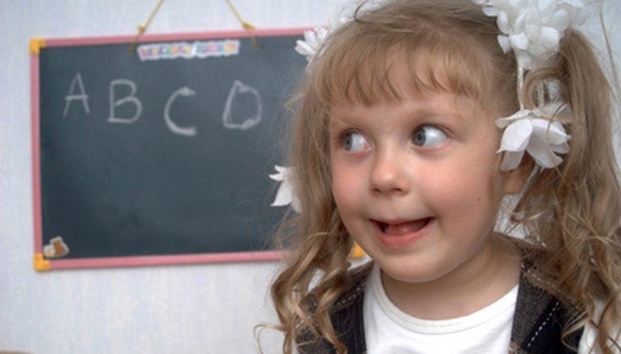 Involucra a los niños de tres años con actividades en el primer día.
