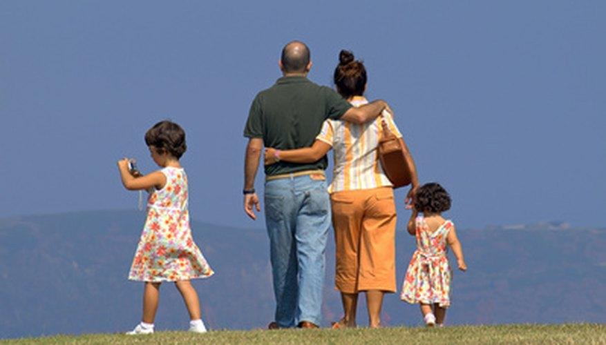 A la hora de viajar en avión, los padres deben conocer los requisitos de cada aerolínea para los menores de edad.