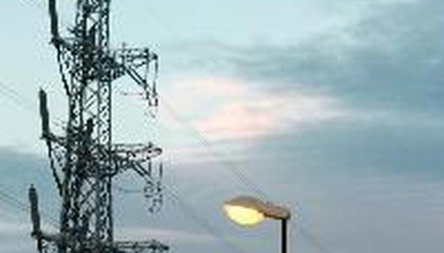 Las torres de transmisión eléctrica soportan una gama de soluciones de líneas de energía.