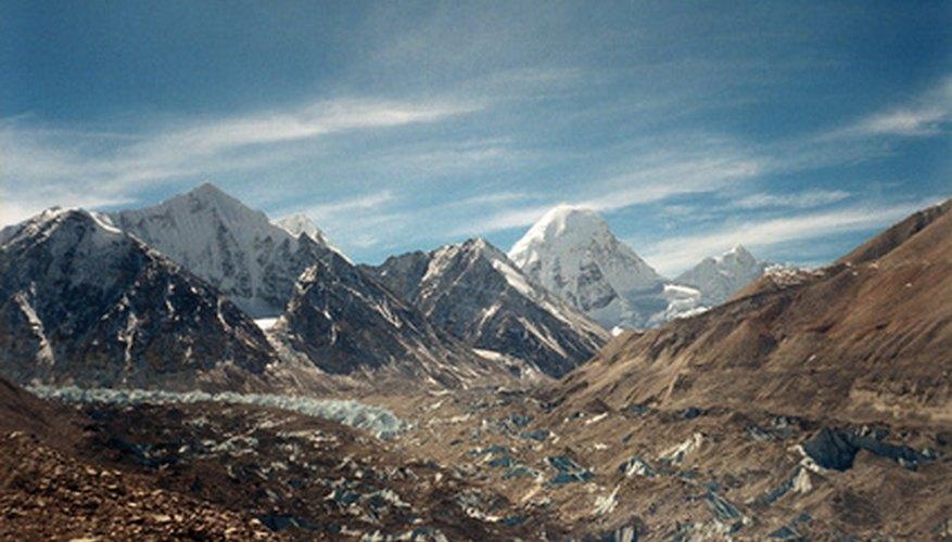 En lo alto del Himalaya se encuentra el país de Nepal.