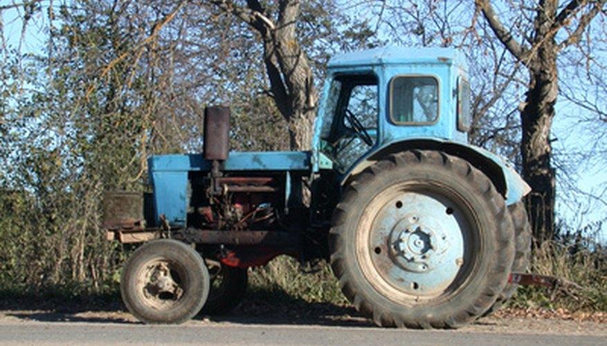 Debes quitar el aire de las líneas de combustible antes de arrancar nuevamente el tractor.