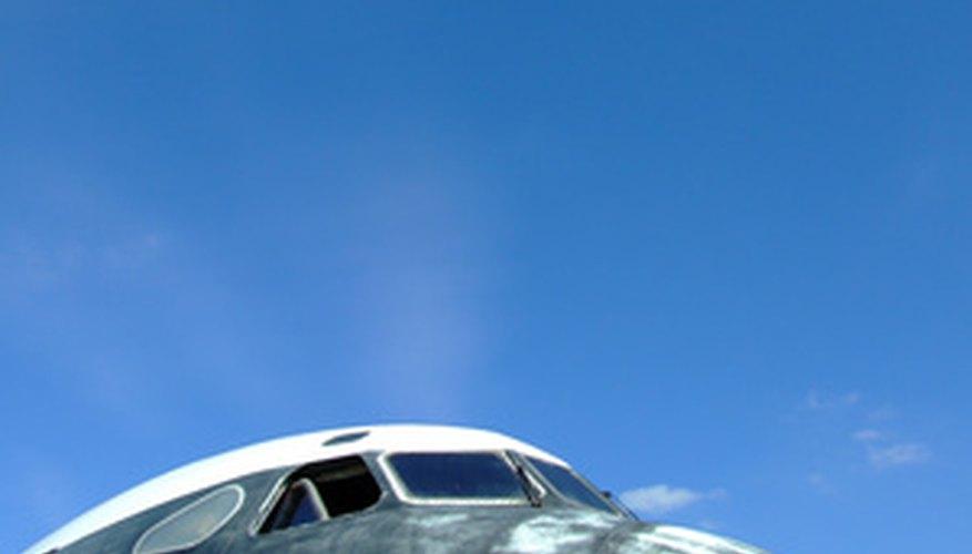 Por lo general hay tres tipos de clases de asientos en líneas aéreas comerciales.