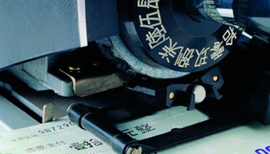 Cobrar un cheque que fue escrito a nombre de dos personas puede ser más complicado que cobrar un cheque escrito a nombre de una sola persona.