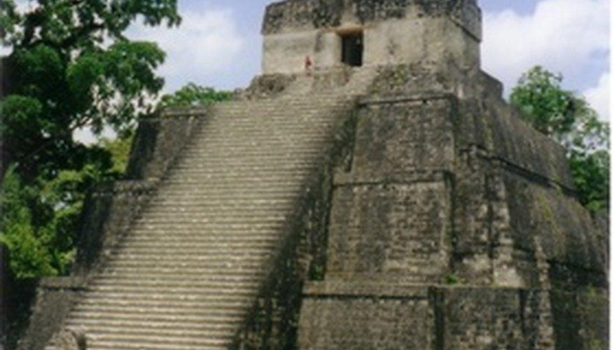 Crear una pirámide maya puede despertar el interés de tus estudiantes en la historia.