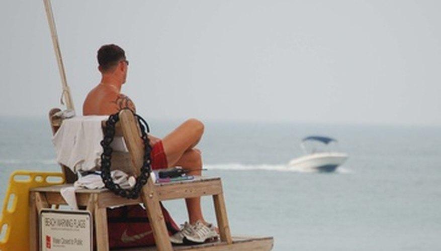 Los salvavidas son responsables de la seguridad de los usuarios de playas y parques acuáticos.