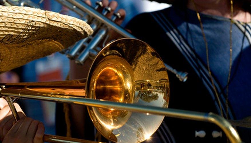 La tradicional música de mariachi se compone de instrumentos de cuerdas y trompetas.