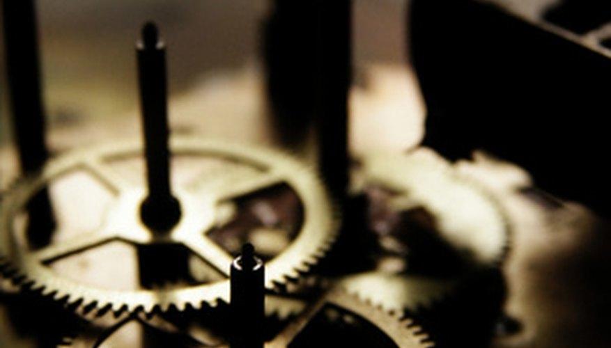 Engranajes de bronce de un reloj con pivotes de acero.