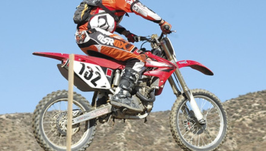 La XR100 está construida para senderos, colinas y arena.