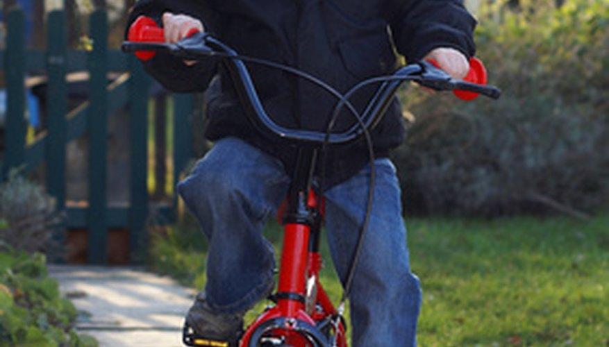 Los niños pueden ayudar a mantener nuestro aire limpio montando en bicicleta.