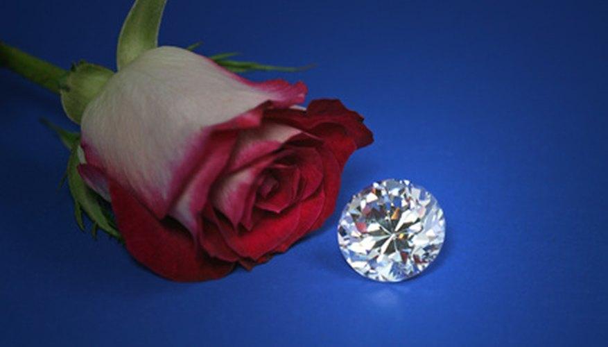 La mayoría de los diamantes que se encuentran en el mercado son blancos.