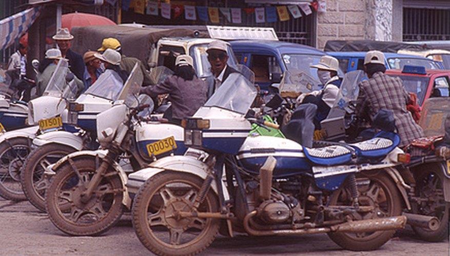 Cambia tú mismo el aceite de tu motocicleta.