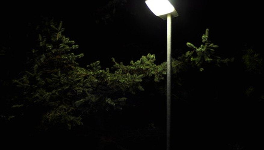 Las farolas modernas de LED usan menos energía que los modelos más viejos.
