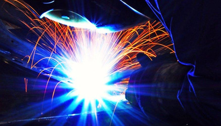 Las máquinas de soldadura dibujan grandes cantidades de corriente, lo cual requiere el cableado adecuado.