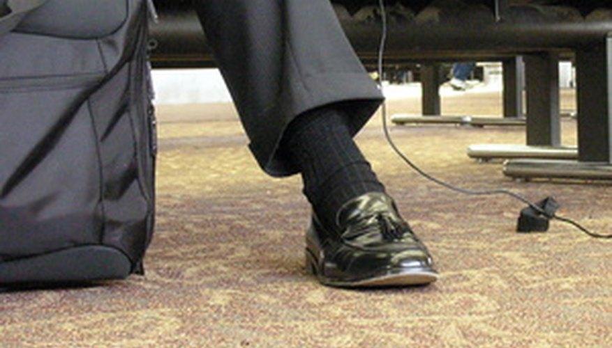 Los soportes de lustar zapatos suelen estar en aeropuertos para darle este servicio a los negociantes que viajan.