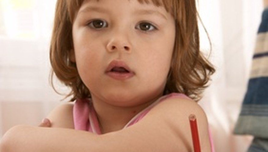 Mantén a los niños preescolares con TDAH comprometidos con actividades estimulantes.
