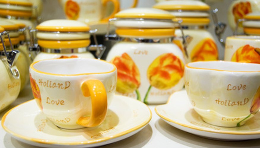 Dinnerware can be sold as a set. & How to Sell China Dinnerware | Bizfluent