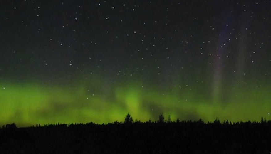 Explícale a tu hijo qué causa las auroras boreales.