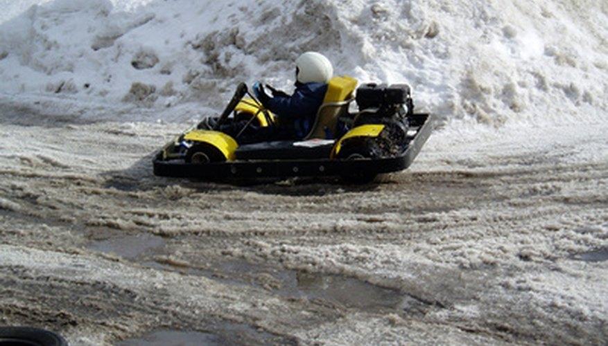 Conducir un go-kart con el motor de una motocicleta es emocionante.