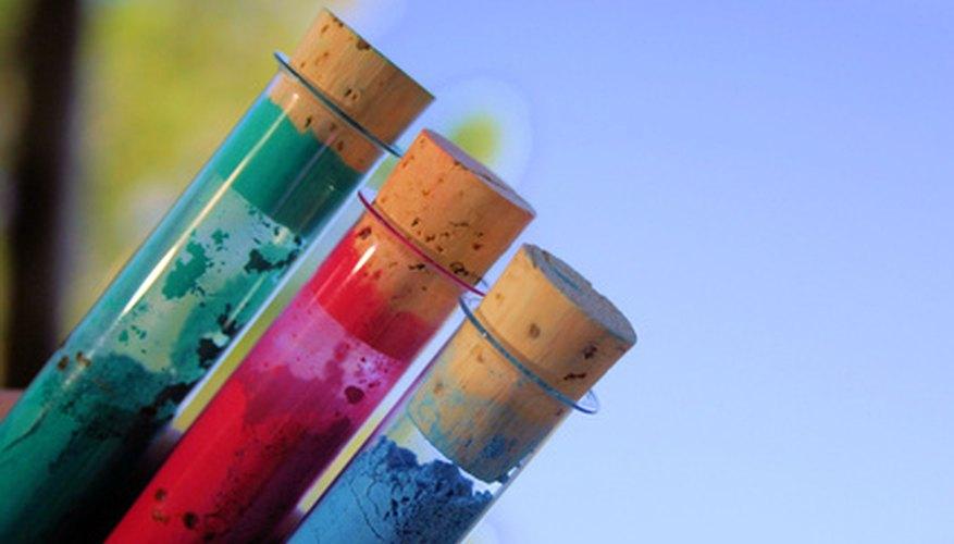 Antes hechos con óxidos naturales, la mayoría de los pigmentos utilizados en el jabón de hoy en día se crea dentro de un laboratorio.