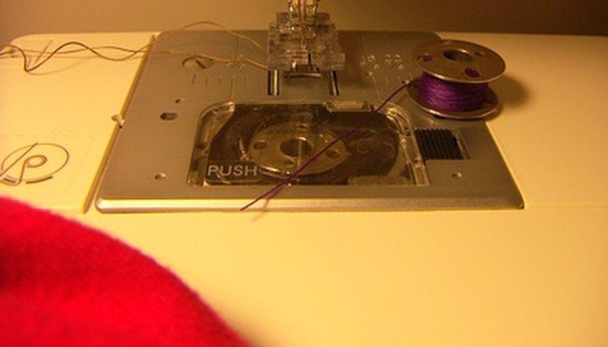 Una mesa para la máquina de coser es un buen lugar para guardar y utilizar la máquina de coser