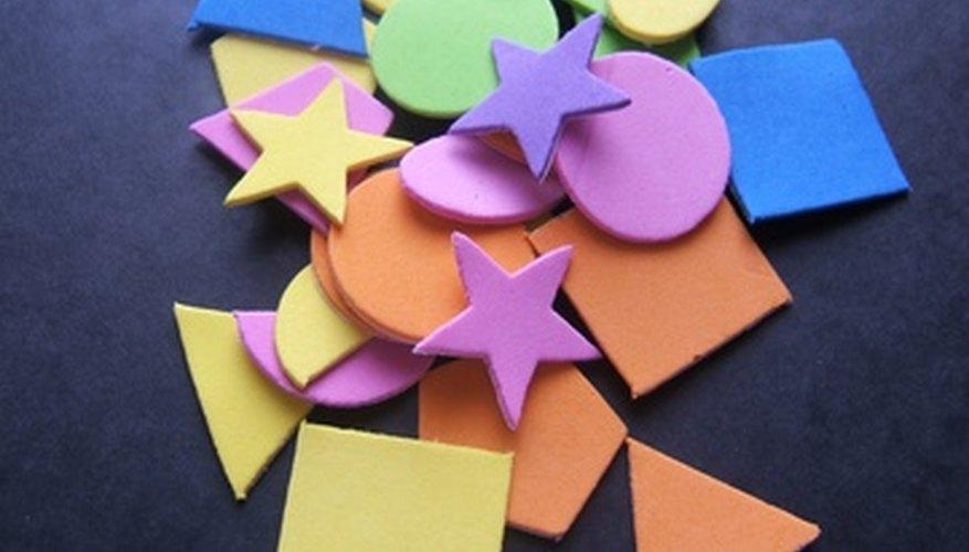 Los manipulativos y las indicaciones orales pueden ayudar a los estudiantes invidentes a participar en las actividades de matemáticas.