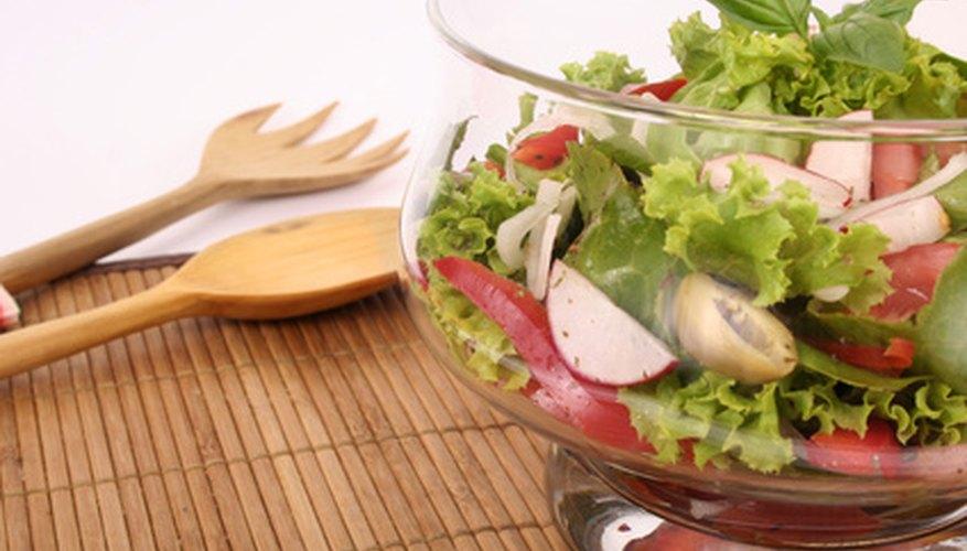 Las ensaladas son opciones de comida saludable.