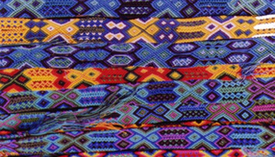 Patrones textiles usados en ropa tradicional mexicana.