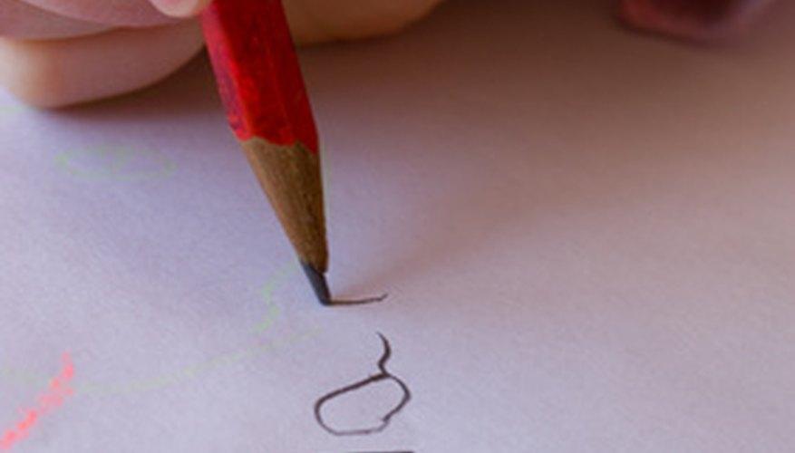 Los primeros pasos al enseñarle a los niños a escribir su nombre.