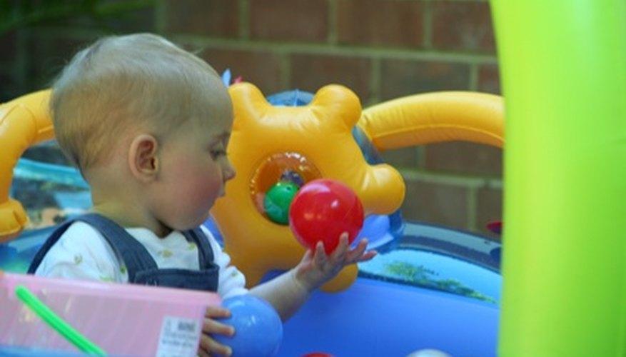 Muchos juguetes de niños ofrecen un rango de actividades motoras.