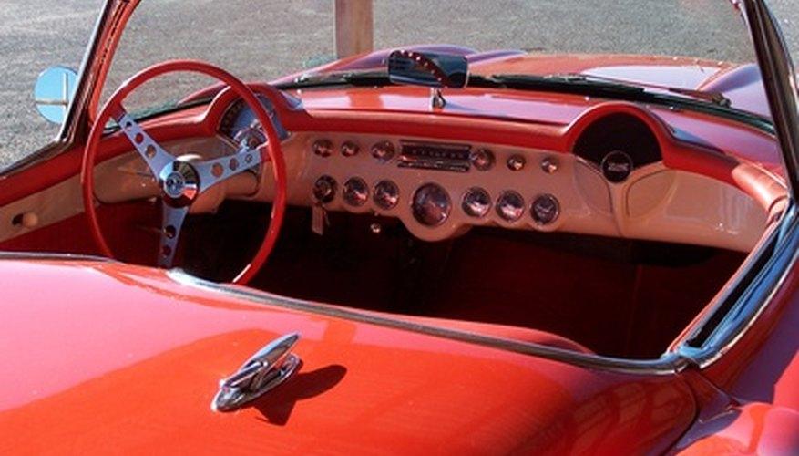 El tablero del vehículo está expuesto a excesiva luz y calor.